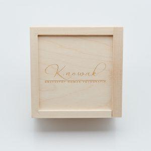 Drewniane pudełko na pendrive.