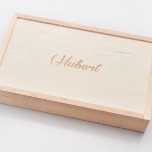 Pudełko drewniane na fotografie o wymiarach 15x23.