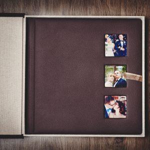 Fotoalbum 30x30 w pudełku chroniącym album.